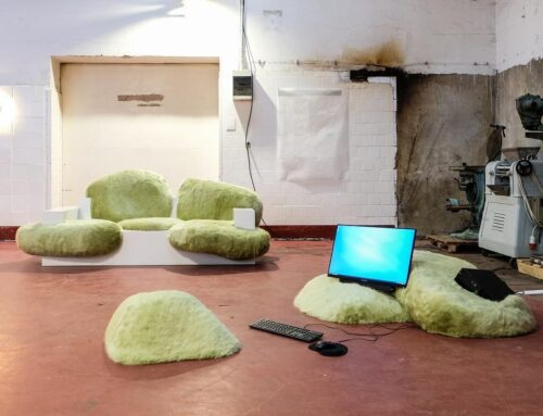 Sitze und Kissen aus Pelzimitat von Schimmel & Schweikle