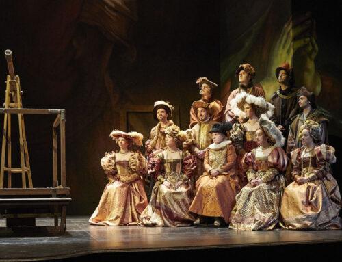 Comédie Française: historische Kostüme und Pelzimitat
